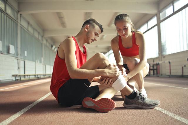 symptoms of knee pain